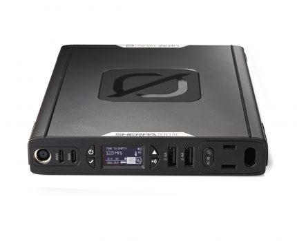 MacBookに充電可能なAC電源出力のモバイルバッテリー「Sherpa 100AC Power Bank」が登場